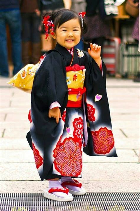 Little girl in Japan   Japanese kids, Japanese outfits